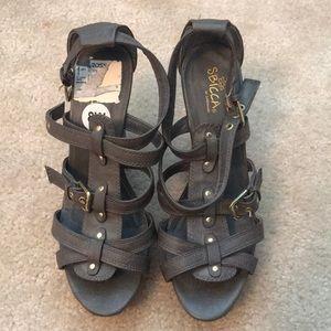 Corn/leather heels